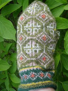 Fingerless Mittens, Knit Mittens, Knitted Hats, Wrist Warmers, Ravelry, Stitches, Colours, Knitting, Crochet