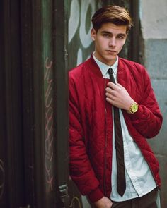 ✅Tag your friends 👬 ♻️like ❤️ and comment 💬 Beautiful Boys, Gorgeous Men, Pretty Boys, Portrait Photography Men, Photography Poses For Men, Men Portrait, Fotos Tumblr Boy, Male Models Poses, Cute Teenage Boys
