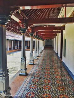 Chettinad is known for its delectable cuisine, bright coloured Athangudi tiles and several extravagant mansions. Here's a story from the palatial mansions of Karaikudi: a photographer's delight! Morrocan Architecture, Kerala Architecture, Vernacular Architecture, Kerala Traditional House, Traditional House Plans, Village House Design, Village Houses, Indian Home Design, Indian Home Decor