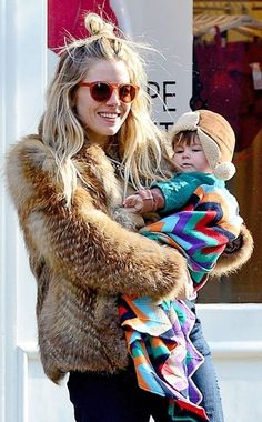 Style crush of Sienna Miller_ I am going to pretend that fur is fake. Winter Looks, Rock N Roll Style, Mode Style, Style Me, Baby Style, Look Fashion, Winter Fashion, Fashion Outfits, Pregnant Outfit