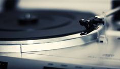 6 Things You Must Know When Buying a Vinyl Turntable