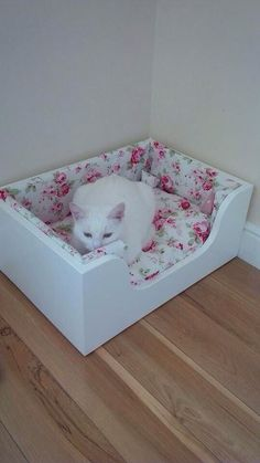 Luxury Wood Pet Bed Cat Bed Handmade With Cath Kidston design Rosali Cushions Kitten Beds, Cat Shelves, Diy Dog Bed, Dog Furniture, Cat Carrier, Animal Projects, Cat Crafts, Pet Beds, Diy Stuffed Animals