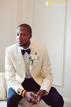 Love the groom's suit color palette....