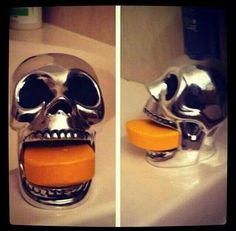 Skull soap holder Holy SNAP I would love this