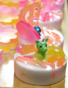 Cute little soaps with tiny presents. Might make these for Easter baskets or stocking stuffers