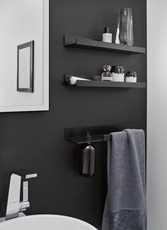 Aluminium towel rack / bathroom wall shelf ASSIST By Alape Bathroom Wall Shelves, Bath Shelf, Towel Rack Bathroom, Bathroom Storage, Bathroom Shower Organization, Bathroom Remodeling, Bathroom Design Small, Bathroom Interior Design, Shelf System