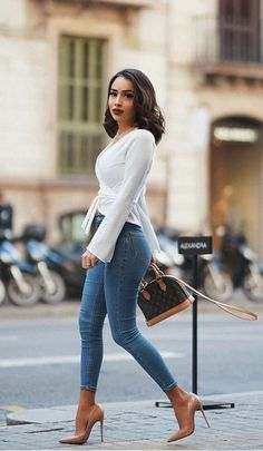 36 Classy Outfit Ideas For Women That Will Make You Pretty Dressing classy is si. - 36 Classy Outfit Ideas For Women That Will Make You Pretty Dressing classy is simple. Moda Outfits, Chic Outfits, Fashion Outfits, Womens Fashion, Fashion Trends, Fashion Boots, 30 Outfits, Fashion Inspiration, Fashion Night