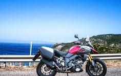 """La Sardegna vissuta in moto è senza dubbio una delle mete più ambite dai centauri italiani, merito dei paesaggi fantastici, dell strade invitanti e di un clima che """"invoglia"""" ad andare in moto da marzo fino a ottobre inoltrato. Noi ci siamo stati questo agosto, a cavallo di una Suzuki -V-Strom 1000, alla """"scoperta"""" di una delle strade più belle della nostra penisola"""