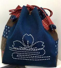 "229 Likes, 8 Comments - BeBe Bold (@bebeboldau) on Instagram: ""One Kinchaku bag complete ready to store some projects in. #sashiko #kinchaku #bebebold…"""