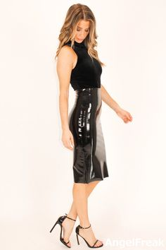 Pvc Skirt, Latex Skirt, Vinyl Dress, Vinyl Clothing, Leather Midi Skirt, Pencil Skirt Outfits, Sexy Skirt, Leather Fashion, Girl Fashion