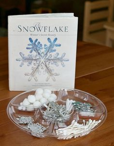 Here's one of our favorite winter crafts for kids~ creating symmetrical snowflakes! Children will be creating symmetrical snowflakes using common craft materials. This snowflake craft would be a great addition to any math lessons on symmetry or patterns! Kindergarten Art, Preschool Art, Preschool Winter, Winter Art, Winter Theme, Winter Ideas, Snowflake Craft, Snowflakes, Winter Crafts For Kids