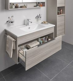 35 Creative Storage Ideas for a Your Small Bathroom Bathroom Design Small, Bathroom Layout, Bathroom Interior Design, Bathroom Storage, Modern Bathroom, Wall Storage, Bathroom Ideas, Bathroom Drawers, Bathroom Renovations