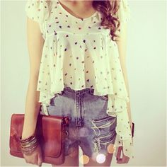 Great top to wear with highwaisted shorts.