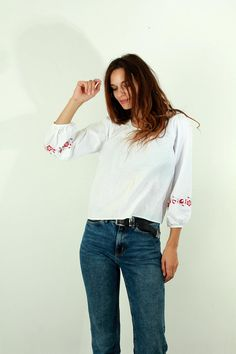 Flower Embroidered Blouse / Hippie Blouse / Boho Blouse / White / Huipil / Mexican / Summer Blouse / Tunic / Holiday Blouse / Blouse / S