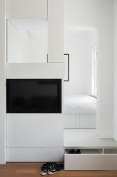 64 Popular Micro Apartment Organization Ideas - Home Decor Ideas Apartment Bedroom Decor, Apartment Interior Design, Interior Decorating, Decorating Ideas, Interior Minimalista, Tiny Apartments, Tiny Spaces, Minimalist Apartment, Minimalist Interior
