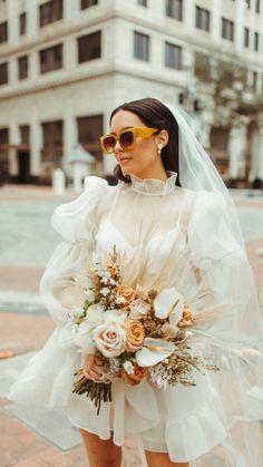 Wedding Goals, Wedding Shoot, Wedding Bride, Dream Wedding, Civil Wedding, Courthouse Wedding, Mini Wedding Dresses, Wedding Dress Veil, Simple Wedding Veil