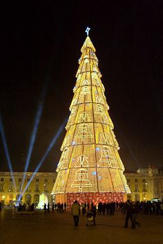 Christmas in Lisbon, Portugal  So beautiful.
