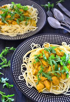 Makaron z kurczakiem w sosie curry