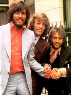 Bee Gees, tja hellaas leeft er nu nog maar eentje van de 3 broers, de zo succes volle disco groep, alleen de sing a song writer barry gibb leeft nog,