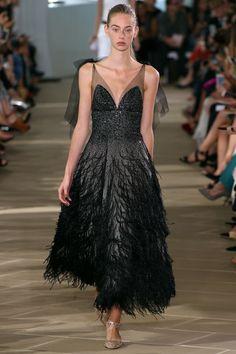 Monique Lhuillier Spring 2017 Ready-to-Wear Fashion Show Style Couture, Couture Mode, Couture Fashion, Fashion 2017, Runway Fashion, Fashion Show, Trendy Fashion, Monique Lhuillier, Glamour