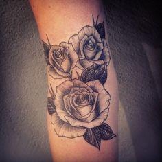 #roses #tattoo #engravedtattoo #engraving #tatouage #blackwork #linework #darkartists #blackworkers #woodcut #sangpiternel  (à Sangpiternel)