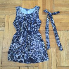 Forever 21 Marble Fit & Flare Dress Pre-loved. Light Wear. Great condition. Pleated collar. Comes with ribbon bow tie. Has pockets!! Forever 21 Dresses Mini