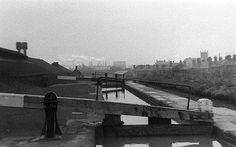 A lock on the canal at Tipton, Staffs, midway between Birmingham and Wolverhampton.  Another photo from that horribly cold Saturday 31st January 1970.