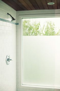 Try inexpensive contact paper to add frosted windows. 42 Cheap And Easy Home Upgrades That Will Make Your Home Look More Expensive Going through a home renovation is actually the worst. Time to take matters into your own hands. Bathroom Window Privacy, Bath Window, Bathroom Window Treatments, Window In Shower, Bathroom Windows, Bathroom Renos, Privacy Curtains, Privacy Glass, Glass Bathroom