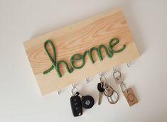 Colgador de llaves personalizado 35x19cm. Elige un color de la carta de colores, una palabra (home, hello, love,....) , y un lugar en casa… Little Star, Bathroom Hooks, Love, Key Rack, Colour Chart, Houses, Words, Manualidades, Amor