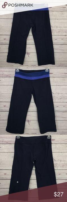 Lululemon navy crop reversible shorts size 8 EUC no rips or stains, size 8, no pilling on both sides lululemon athletica Shorts