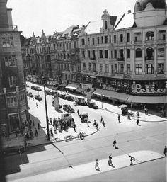 Tauentzienstraße Ecke Passauer Straße. Die1906 eröffnete Leiser Filiale an der Tauentzienstraße 20, direkt neben dem KaDeWe, war das größte Schuhgeschäft Berlins. Diese Filiale besteht noch heute. Berlin, 1935. o.p.