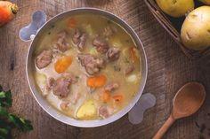 L'Irish Stew è uno stufato irlandese di agnello con patate, tipico della cucina irlandese, preparato durante la festa di San Patrizio!