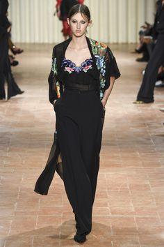 Alberta Ferretti Spring 2017 Ready-to-Wear Fashion Show - Amber Witcomb