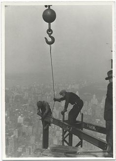 Lewis Wickes Hine - Construction of Empire State Building  scary heights