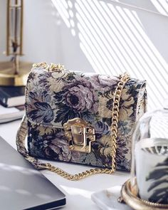 Find tips and tricks, amazing ideas for Prada handbags. Discover and try out new things about Prada handbags site Gucci Handbags, Fashion Handbags, Purses And Handbags, Fashion Bags, Fashion Accessories, Handbags Online, Big Purses, Fabric Handbags, Popular Handbags