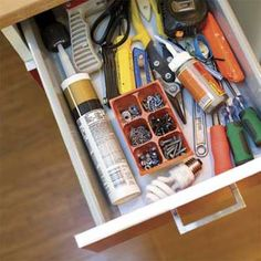 Use seedling trays in drawers or on your workbench to sort and store nuts, bolts, nails, and odds an... - Beth Perkins