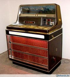 Jukebox vintage 1969. Model: Wurlitzer statesman 3400 jukebox. Voor 100 singles. Prijs: 400 euro