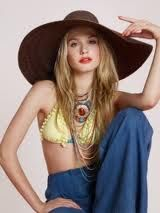 halter tops and big bell bottoms Boho Fashion, Retro Fashion, Fashion Trends, Vintage Fashion, Floppy Hats, To My Mother, High School Years, Oldies But Goodies, Old Hollywood Glamour