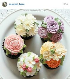 Tea Party- Beautiful Cupcakes with Buttercream Flowers. Cupcakes Flores, Flower Cupcakes, Flower Cake Pops, Pretty Cakes, Cute Cakes, Fancy Cakes, Mini Cakes, Mademoiselle Cupcake, Tolle Cupcakes