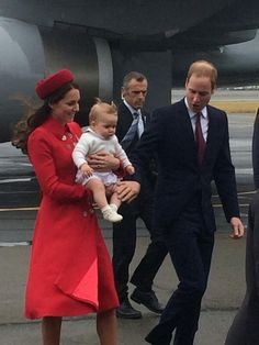 The Cambridges land in New Zealand! April 7, 2014