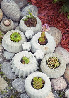 kuva Concrete Crafts, Concrete Planters, Garden Stepping Stones, Recycled Garden, Garden Chairs, Dream Garden, Hobbies And Crafts, Garden Paths, Container Gardening
