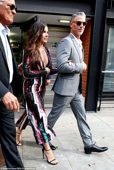 Ocean's 8 London premiere: Sandra Bullock wows in a plunging jumpsuit Elegant Couple, Stylish Couple, Sandra Bullock Hot, Famous Couples, Fashion Couple, Iconic Movies, Celebs, Celebrities, Celebrity Style