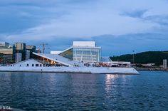 Opera de Oslo por la noche