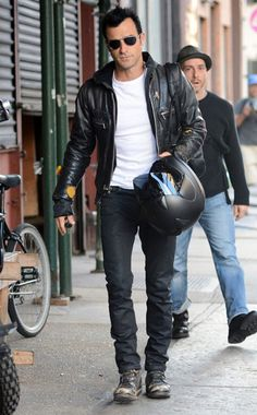 Justin Theroux is truly badboy hot. honestly so much better than Brad!