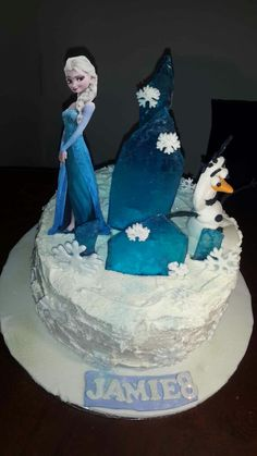 Such a pretty Frozen cake! Frozen Cake, Baking, Disney Princess, Pretty, Bakken, Bread, Backen, Disney Princes, Postres