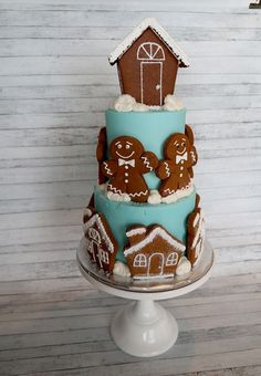 Christmas cake - gingerbread men and gingerbread houses!! How adorable is this?!