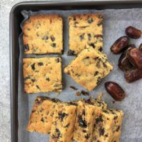 Easy Date Slice Recipe & Melt & Mix. Ridiculously easy sticky date flavoured slice / bars - just melt & mix then bake all done in only 40 mins. Baking Tins, Baking Recipes, Baking Hacks, Kids Baking, Cake Baking, Kitchen Recipes, Date Slice, Easy Desserts, Dessert Recipes