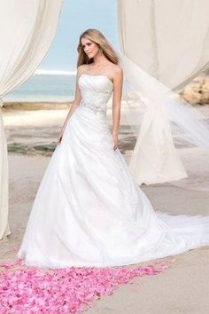 Draped skirt and ruched bodice for 2013 wedding veil, the wedding dresses featuring floral belt included and diamante crystal.