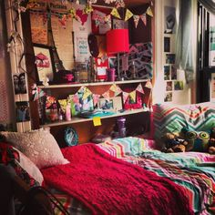 Really colorful bohemian style dorm decoration // dorm room inspiration, this is exactly how I want my room to look! So cozy, warm and alive, no room for empty white spaces! Diy Dorm Decor, College Dorm Decorations, Room Decor, College Bedding, College Dorm Rooms, Design Exterior, Interior Exterior, My New Room, My Room