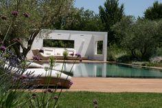 Transformation d'une piscine traditionnelle en piscine miroir Rénovations - Pisciniste et Construction de piscine Aix en Provence